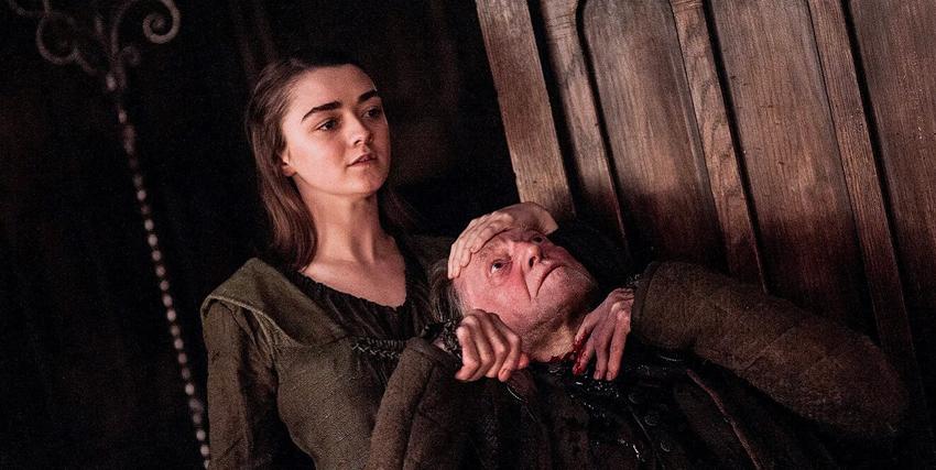 arya stark sta per sgozzare il traditore che ha consegnato la sua famiglia alle nozze di sangue - nerdface