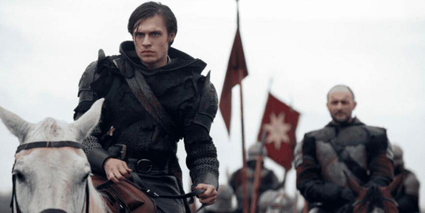 il principe malvagio è alla guida del suo esercito, su un cavallo bianco - nerdface