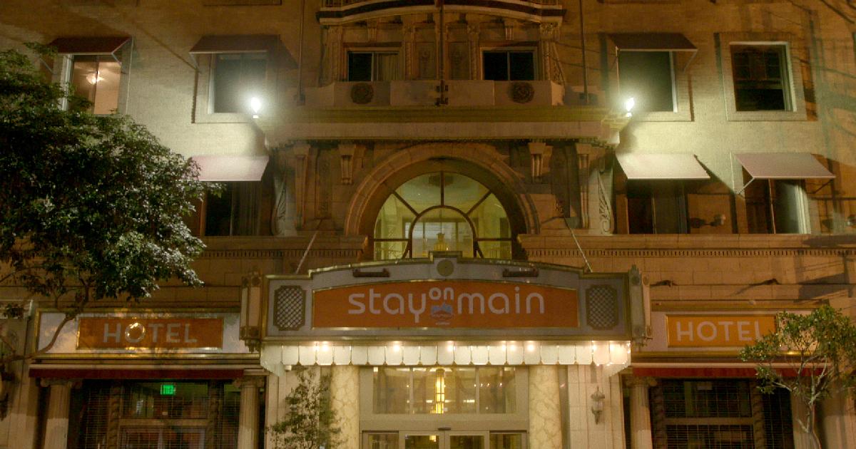 l'ingresso dello stay main, veste ripulita del cecil hotel - nerdface