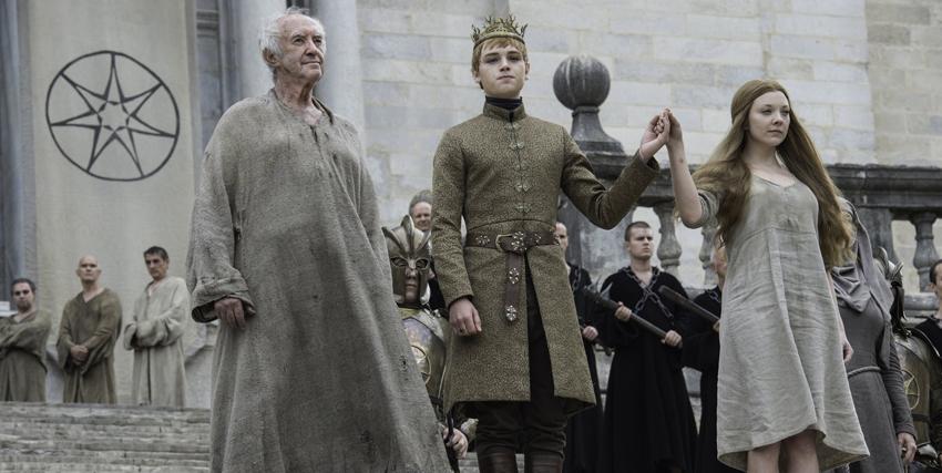 jonathan pryce in game of thrones è lalto passero, mentre celebra l'unione del figlio di cersei lannister - nerdface