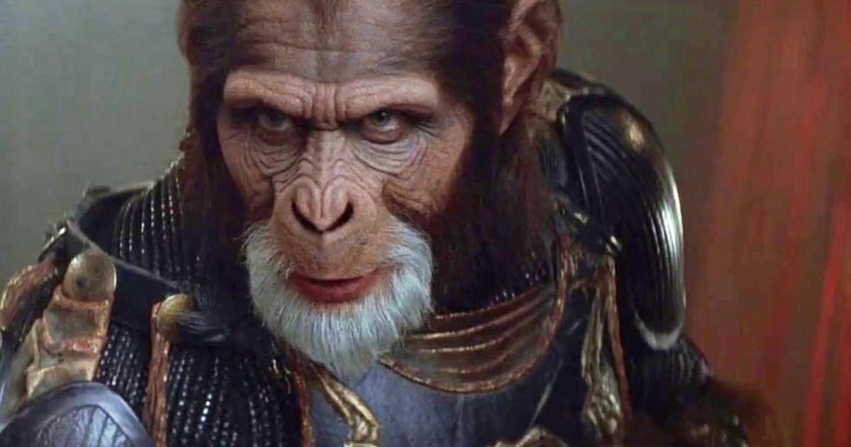 Primo piano di Tim Roth truccato nel film Il Pianeta delle Scimmie - nerdface