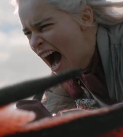 la regina dei draghi furiosa in sella al suo drago sta per distruggere porto del re - nerdface