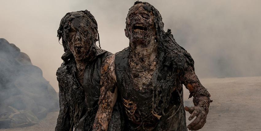 due zombie piuttosto masticati camminano per una strada - nerdface