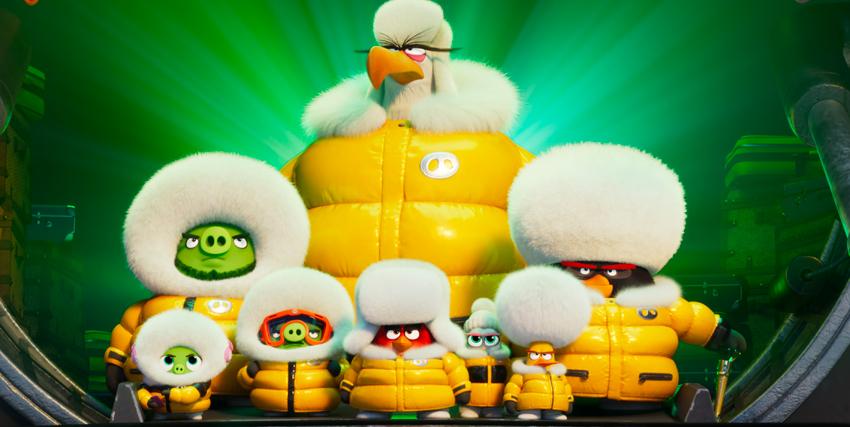 pennuti e maialini verdi alleati e in tuta artica gialla per affrontare un nemico comune in angry birds 2 - nerdface