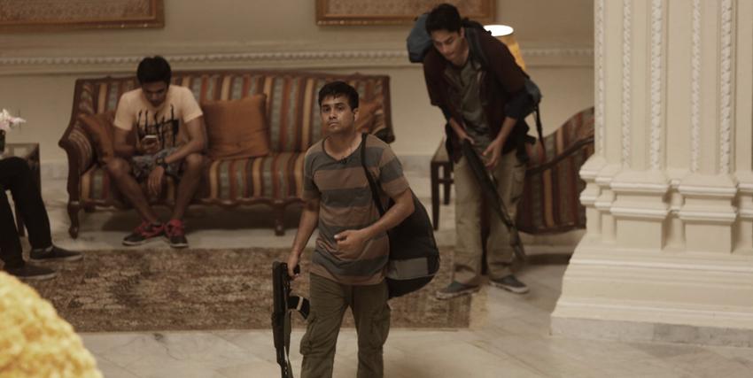 i terroristi armati si aggirano nel taj hotel - nerdface