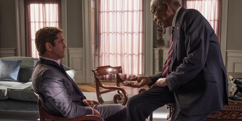 gerard butler siede nello studio ovale e parla col presidente degli usa interpretato da morgan freeman - nerdface