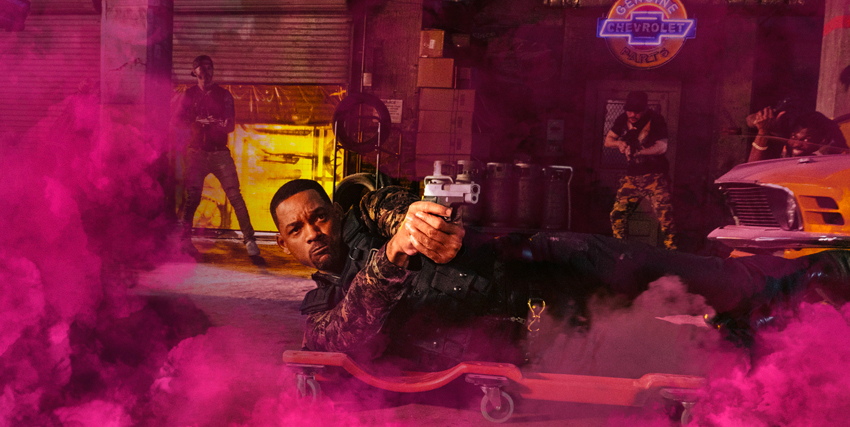 in mezzo a una fumogeno fucsia, will smith scivola con la pistola in pugno, mirando a qualcuno - nerdface