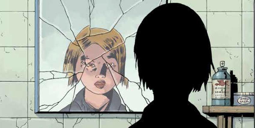 ragazza bionda davanti a specchio rotto - nerdface