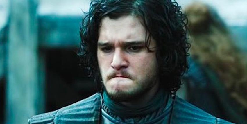 jon snow si morde il labbro inferiore e assume un'espresisone dispiaciuta e corrucciata - nerdface