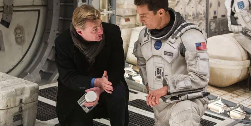 Christopher Nolan dà indicazioni a Matthew McConaughey sul set di Interstellar - nerdface