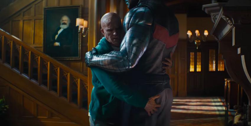 Deadpool abbraccia un X-Men - nerdface
