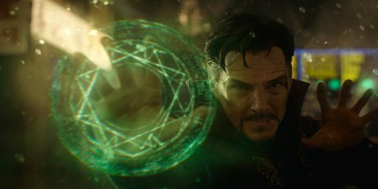 Doctor Strange compie un incantesimo - nerdface