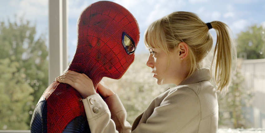 Emma Stone romanticamente faccia a faccia con Spider-Man in The Amazing Spider-Man - nerdface