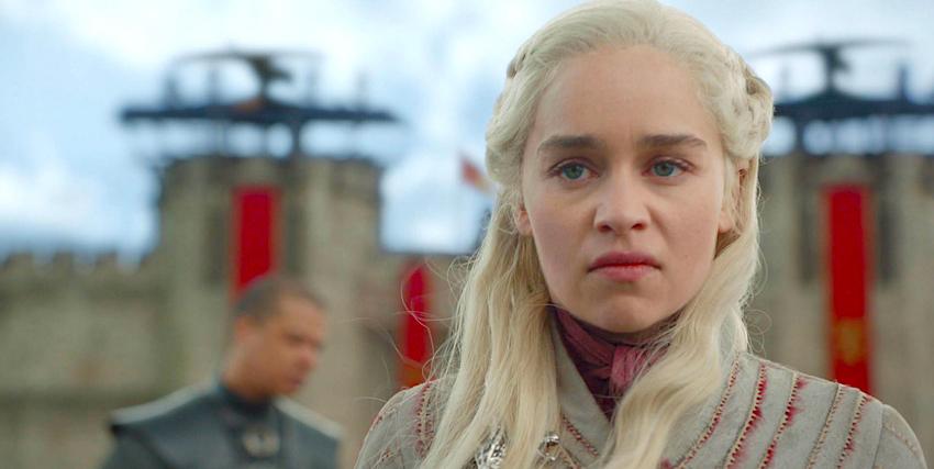 la regina dei draghi ha appena assistito all'esecuzione sommaria dell'amica e sta per abbattersi con la su furia su approdo del re - nerdface