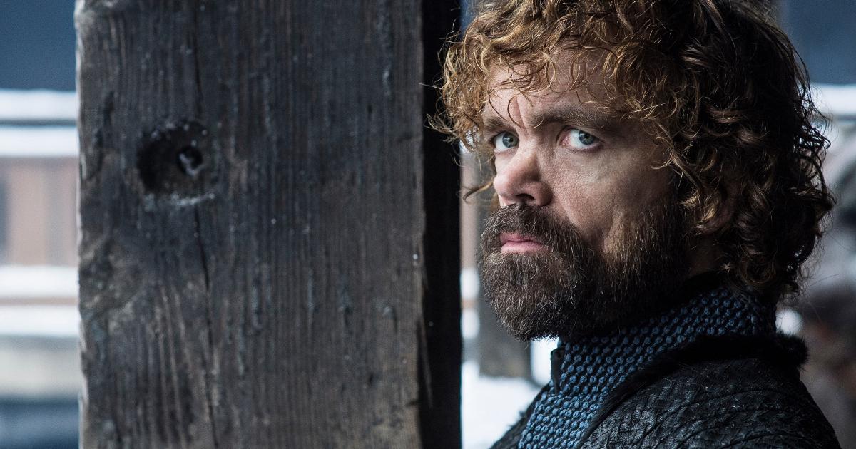 tyrion lannister con la barba guarda pensieroso l'orizzonte - nerdface