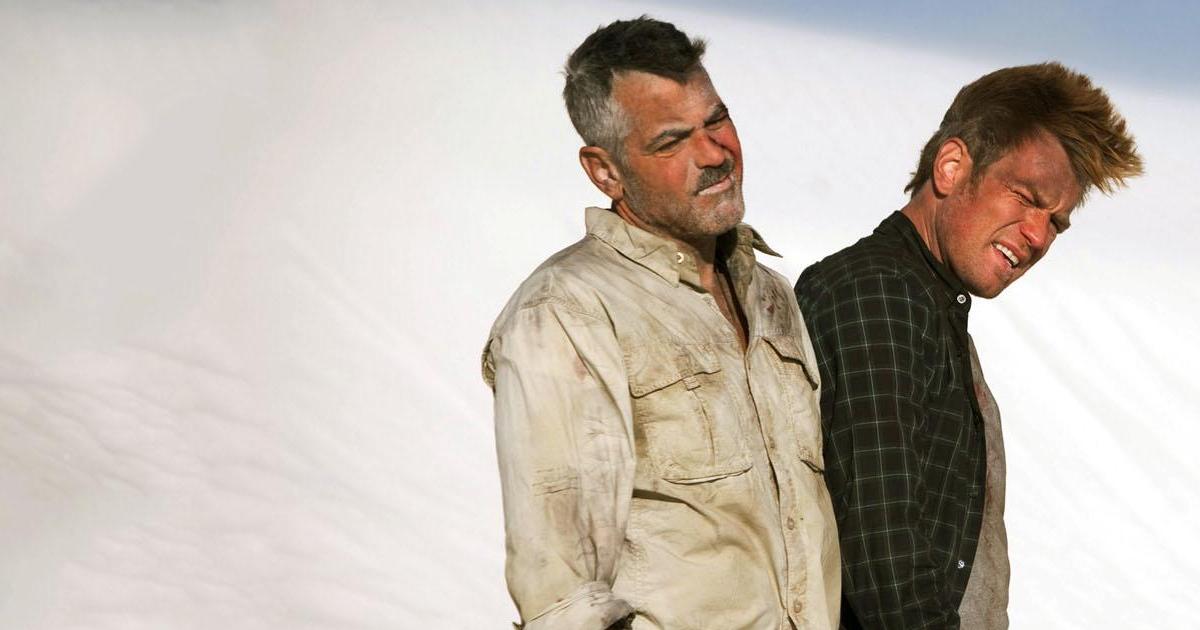 George Clooney con Ewan McGregor ne L'uomo che fissava le capre - nerdface