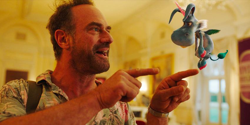 dave meloni indica con fare aggressivo il piccolo unicorno volante happy - nerdface