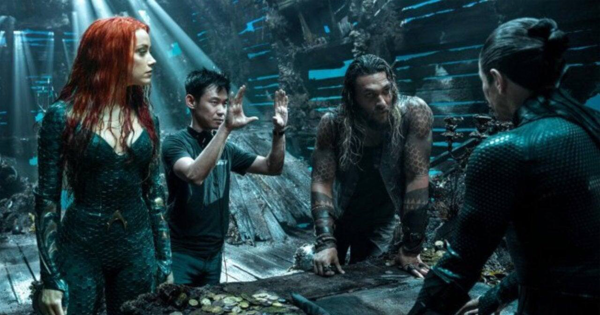 James Wan insieme a Jason Momoa e Amber Heard sul set di Aquaman - nerdface