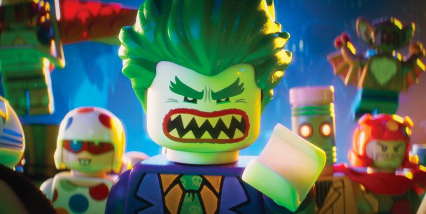 Primo piano di Lego Joker con alle spalle altri cattivi - nerdface