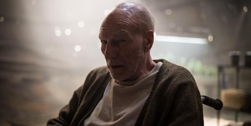 Il professor Xavier ormai invecchiato moltissimo nel film Logan -nerdface