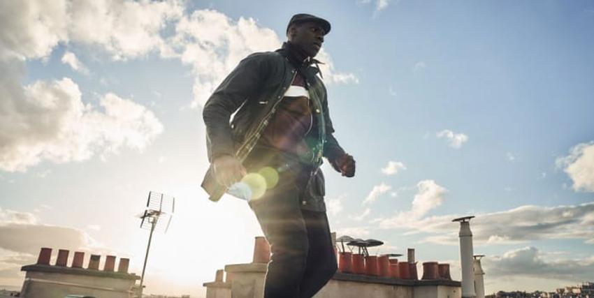 omar sy corre sui tetti di parigi, all'alba: cosa tiene nella borsa? - nerdface
