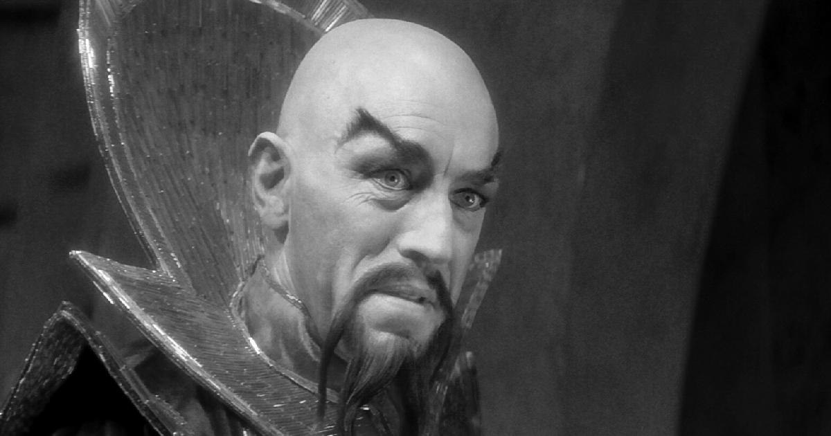pelato, truccaqto e in costume, max von sydow è il viallain di flash gordon - nerdface