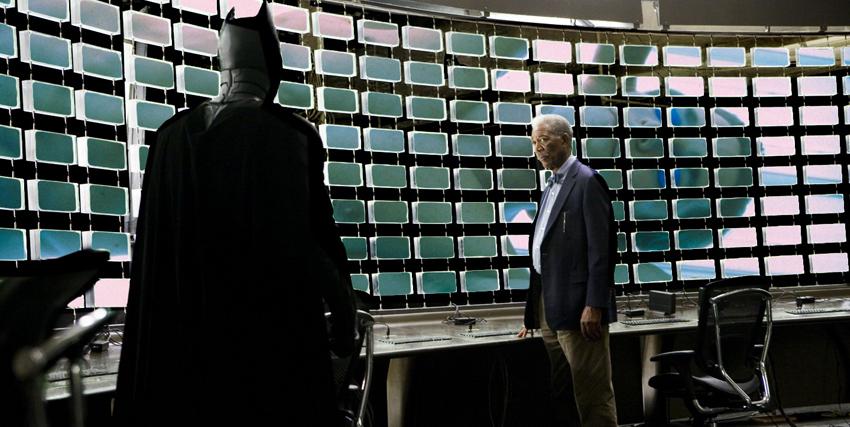 Morgan Freeman insieme a Batman di spalle - nerdface