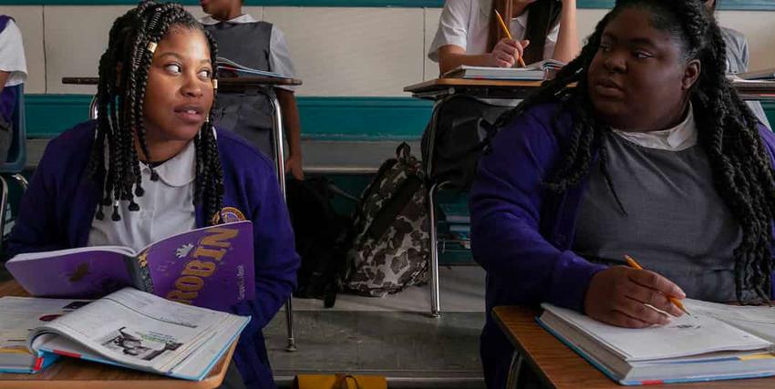 Due dei personaggi di Project Power sui banchi di scuola - nerdface