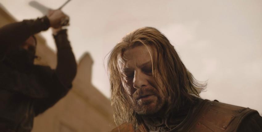 ned stark sta per essere decapitato in una delle scene più dramm atiche e scioccanti di game of thrones - nerdface