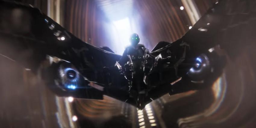 L'antagonista di Spider-Man Homecoming con le sue ali meccaniche spiegate - nerdface