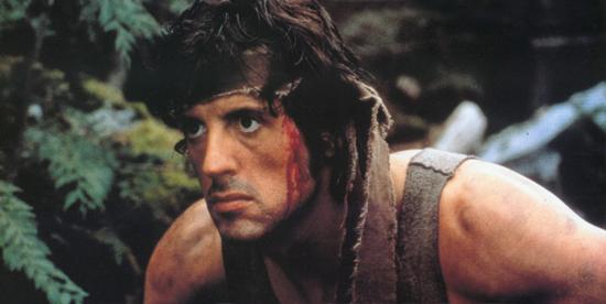 Primo piano di Sylvester Stallone in Rambo - nerdface