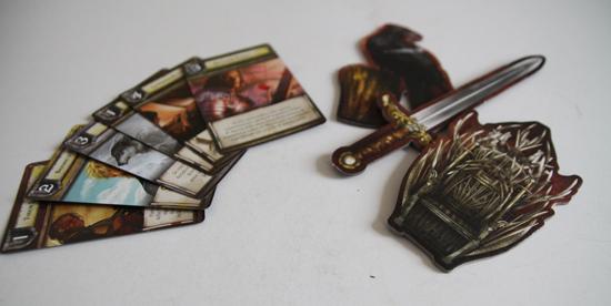 il dettaglio di alcune carte del gioco da tavolo de il trono di spade - nerdface