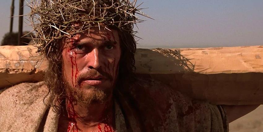 Willem Dafoe nei panni di Gesù Cristo con la corona di spine in testa - nerdface